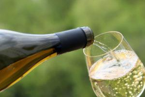 vin blanc pétillant Source : Istock - Crédits : Oleg Elkov